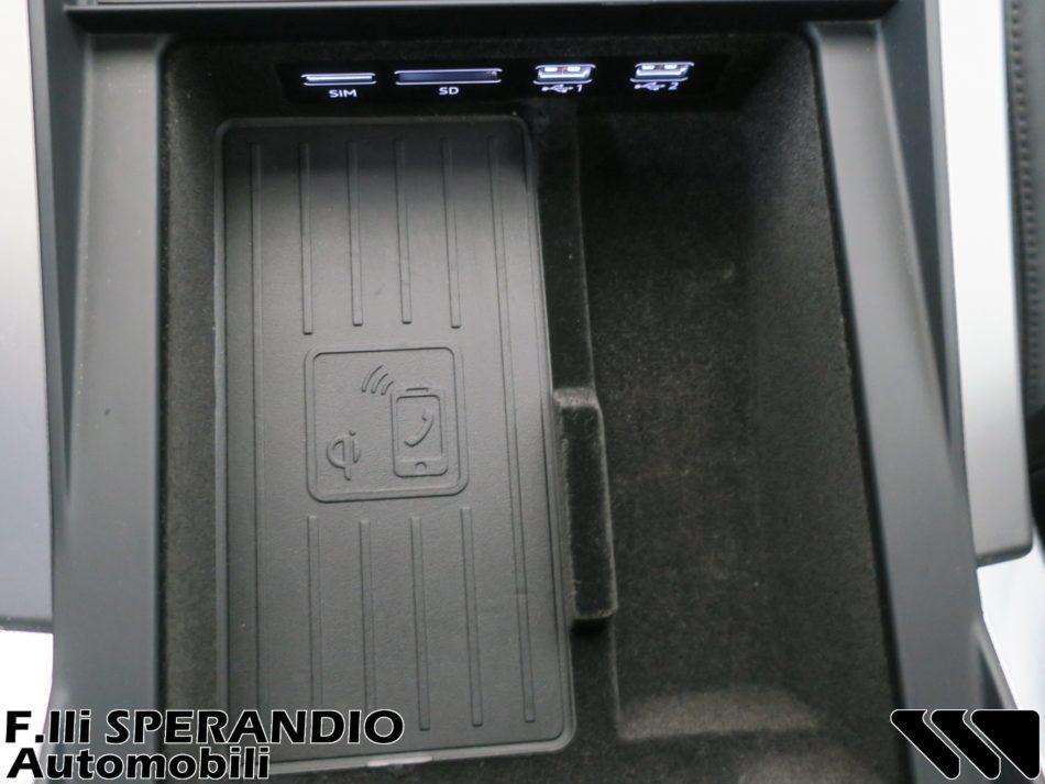 AUDI Q8 50TDI QUATTRO TIPTRONIC-Array