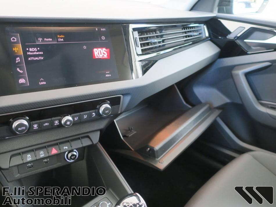 AUDI A1 SPORTBACK 30 TSFI S-line Edition-Array
