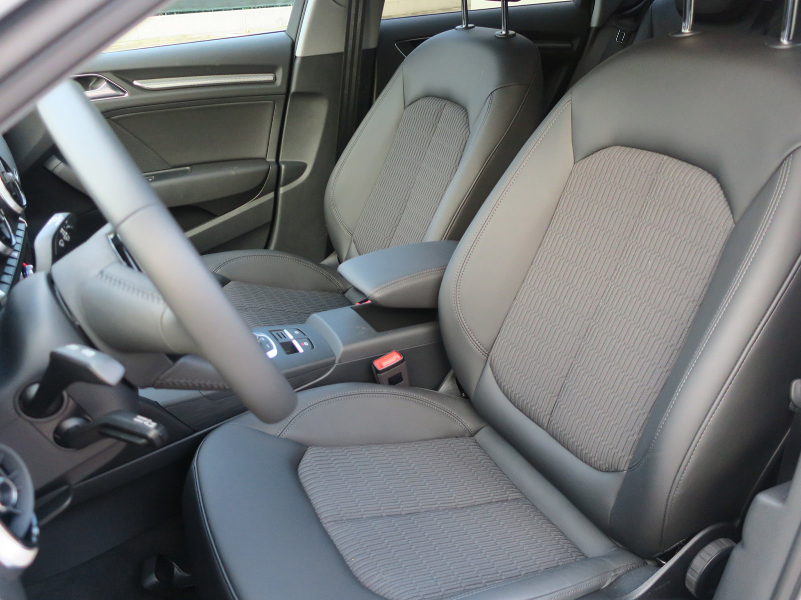 AUDI A3 Sportback 1.0TFSI Design-Array
