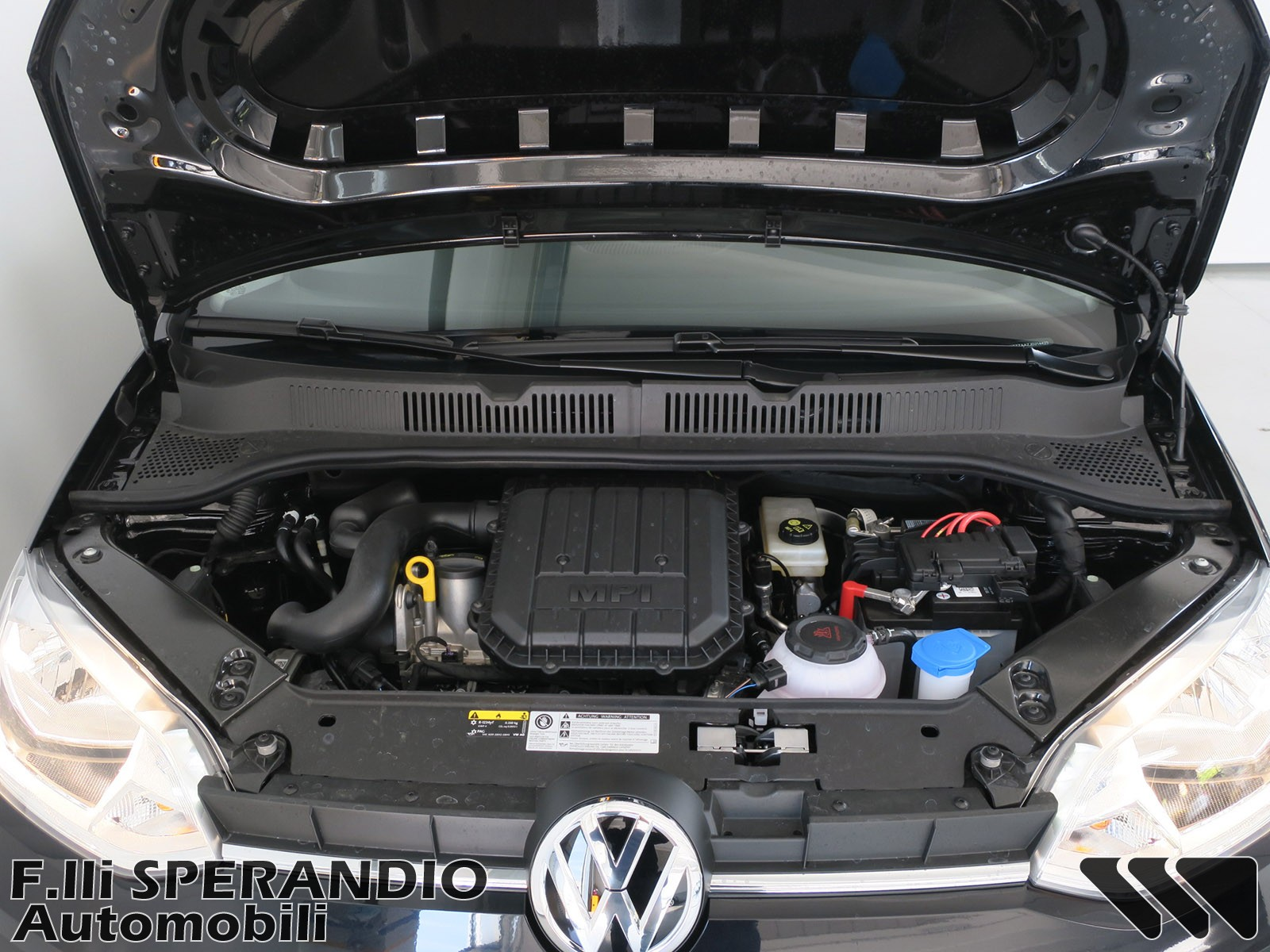 VOLKSWAGEN 1.0 60CV 5p. move up!-Array